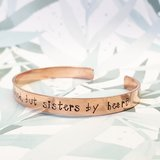 Armband - Not sisters by blood, but sisters bij heart_