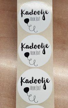 Sticker - kadootje voor jou - wit met zwarte opdruk - (5 stuks)