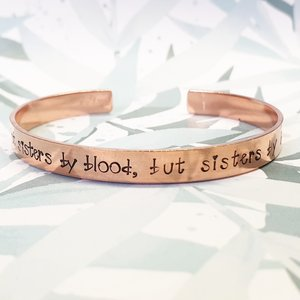 Armband - Not sisters by blood, but sisters bij heart